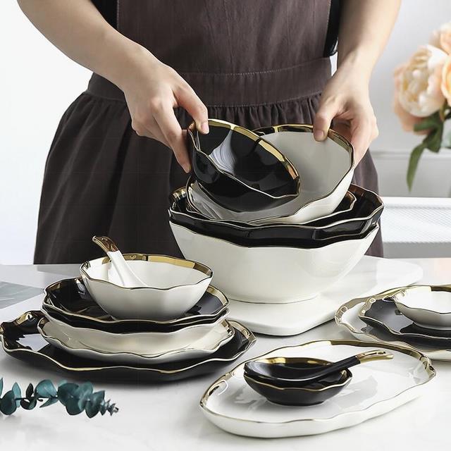 Блюдца и тарелки